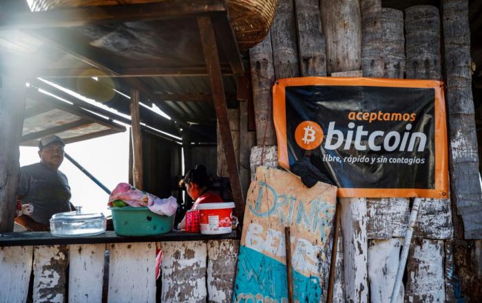 Salvadoregni e Bitcoin in contrasto